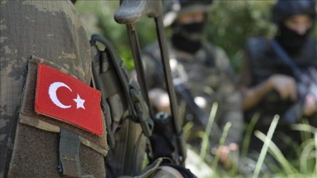 Ağrı'da teröristlerle güvenlik güçleri arasında çıkan çatışmada, 1 asker şehit oldu, 1 asker yaralandı.