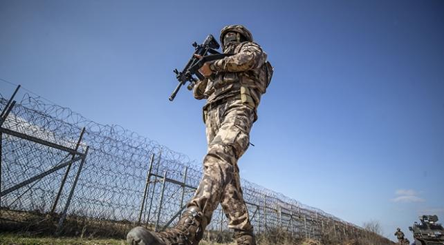 Edirne'de, Fetullahçı Terör Örgütü (FETÖ) şüphelisi 3 kişi, yasa dışı yollardan Yunanistan'a kaçmaya çalışırken yakalandı.