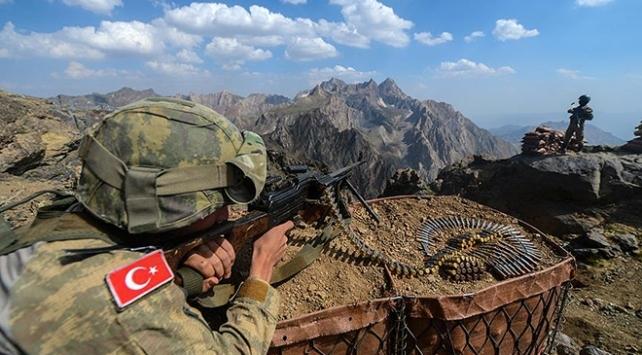 Milli Savunma Bakanlığı, Fırat Kalkanı bölgesine taciz ateşi açan ve sızma girişiminde bulunan 6 PKK/YPG'li teröristin etkisiz hale getirildiğini duyurdu.