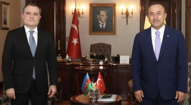 Dışişleri Bakanı Mevlüt Çavuşoğlu, Azerbaycan Dışişleri Bakanı Ceyhun Bayramov ile telefon görüşmesi yaptı.