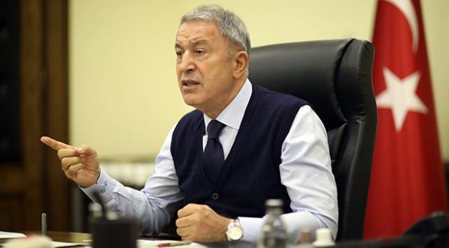 """Milli Savunma Bakanı Akar, Yunanistan'a bir kez daha diyalog çağrısı yaparak, """"Bizim dileğimiz, bir an önce medeni bir şekilde karşılıklı diyalog çerçevesinde konuların bir karara bağlanması"""" dedi."""