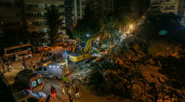 İçişleri Bakanlığı Afet ve Acil Durum Yönetimi Başkanlığı (AFAD), İzmir'deki depremde vefat edenlerin sayısının 24'e, yükseldiğini duyurdu.