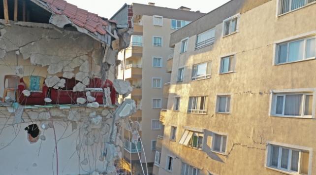 İzmir'de depremin ardından 9 günde 81 bin 187 binada hasar tespiti yapıldı. 376 binanın ağır hasarlı olduğu belirlendi.
