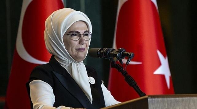 Cumhurbaşkanı Erdoğan'ın eşi Emine Erdoğan, Milli Ağaçlandırma Günü'nü sosyal medya hesabından kutladı.