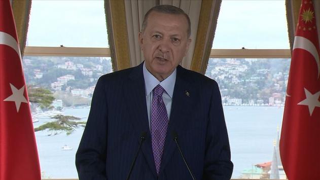 """Cumhurbaşkanı Recep Tayyip Erdoğan, """"Ne Doğu'ya ne de Batı'ya sırtımızı dönme lüksümüz olabilir. Avrupa ile ilişkilerimizi geliştirirken Asya'yı, Afrika'yı ihmal etmiyoruz"""" dedi."""